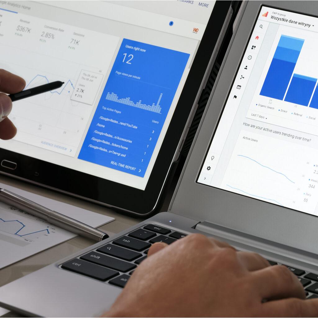 Man pointing at SEO graphs on laptop